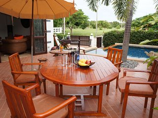 Tropicana Villa con piscina 3 camere da letto - Rayong vacation rentals