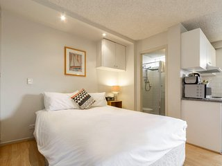 Comfortable Studio with A/C and Balcony - St Kilda vacation rentals