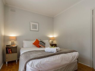 Comfortable Condo with A/C and DVD Player - St Kilda vacation rentals