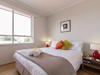 Bright 2 bedroom Condo in St Kilda - St Kilda vacation rentals