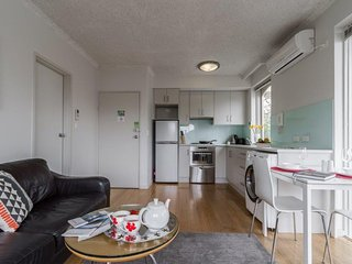 Comfortable 1 bedroom St Kilda Apartment with A/C - St Kilda vacation rentals