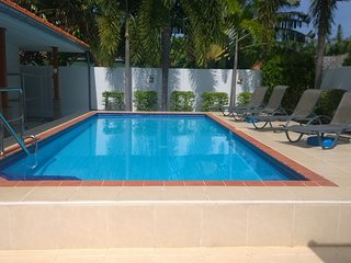 Bright 2 bedroom Hua Hin Villa with Internet Access - Hua Hin vacation rentals