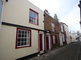 Pretty character cottage in Deal sleeping 6 - Deal vacation rentals