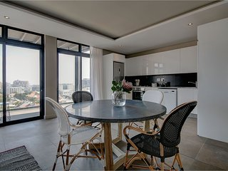 Gardens luxury 2 bedroom vibe with panoramic city and mountain views - Cape Town vacation rentals