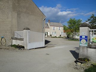 Ferme de la Poterie - Orléans - Ch Jaune - Donnery vacation rentals