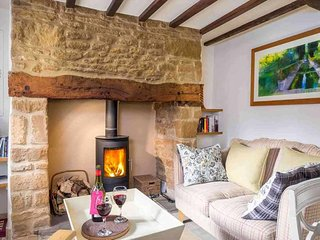 Rose End Cottage is a beautiful Cotswold stone cottage, located on a quiet lane - Upper Oddington vacation rentals