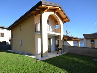 2 bedroom House with Internet Access in Musso - Musso vacation rentals