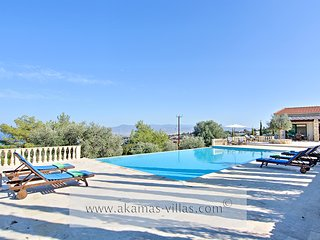 3 bedroom Villa with A/C in Neo Chorion - Neo Chorion vacation rentals