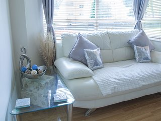 Spacious Studio | Hove Holiday Let Apartment With Free Parking Space - Hove vacation rentals