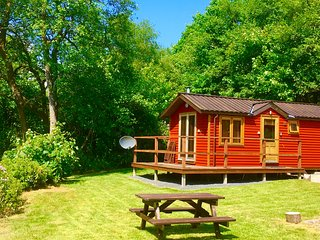 BRAMBLE - Lovely Romantic Riverside Lodge near Pucks Glen Dunoon Argyll - Dunoon vacation rentals