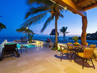 Hideaway perched on ocean's edge for families - Chicxulub vacation rentals