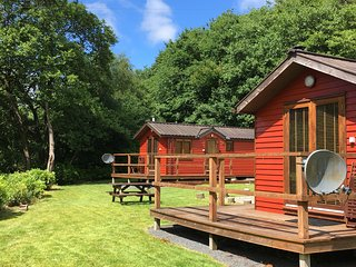 HAWTHORN - Luxury Riverside Lodge for two, nr Pucks Glen - Dunoon vacation rentals