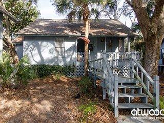 Mermaid Cottage - Cozy 2BR/2BA, Pet Friendly, Resort Amenities Available - Edisto Beach vacation rentals