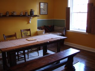 Mayflower's Flat in Historic Downtown Frederick - Frederick vacation rentals