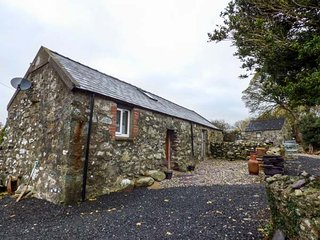CELYN FARM COTTAGE cosy accommodation, woodburning stove, WiFi in Deiniolen, Ref 947964 - Deiniolen vacation rentals