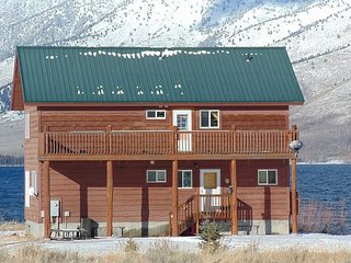 Henry's Lake waterfront cabin that sleeps 9 people located in Goosebay. - Macks Inn vacation rentals