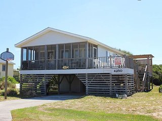 Bright 4 bedroom House in Kitty Hawk with Deck - Kitty Hawk vacation rentals