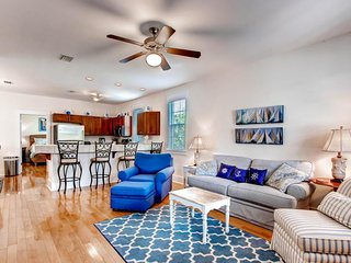 Lovely cottage w/2 shared pools, hot tubs, fitness, & more - beaches 1 mile west - Port Saint Joe vacation rentals