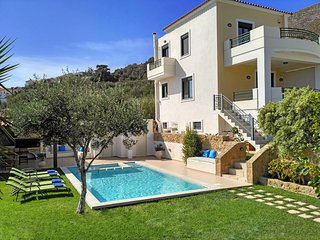 Superb Villa Georgia - Full Privacy - Pool&Jet Spa - Chania vacation rentals
