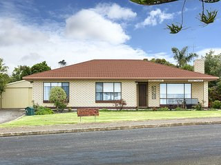 Wonderful 3 bedroom House in Kingscote with A/C - Kingscote vacation rentals