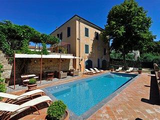 Bella villa in provincia di Pisa,13 posti letto, area Volterra e San Gimignano - Fabbrica di Peccioli vacation rentals