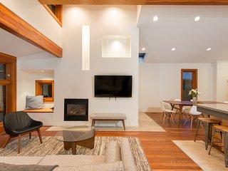 Bright 4 Bedroom House in North Vancouver - North Vancouver vacation rentals