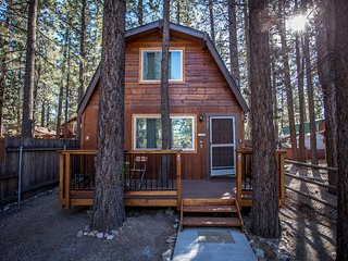 Charming 2 Bedroom House with Hot tub, Sleeps 6 - Big Bear City vacation rentals