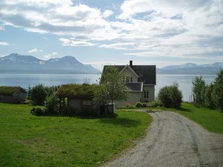 Farmhouse with 4 bedrooms and an amazing view - 20 meters from the sea. - Tromsø  vacation rentals