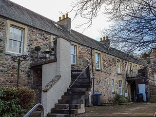 CHERRY COTTAGE, pet-friendly first floor maisonette, in Jedburgh, Ref 944210 - Jedburgh vacation rentals
