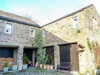 VALLEY VIEW first floor wing, character, WiFi, village location, in Burnsall - Burnsall vacation rentals