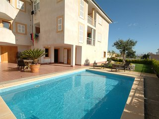 Bright Villa with Washing Machine and Television - Ca'n Picafort vacation rentals