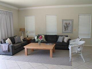 Sunny 3 bedroom Zinkwazi Beach House with Children's Pool - Zinkwazi Beach vacation rentals