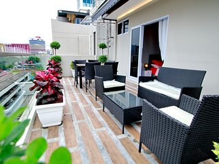 Brand new Penthouse Studio near Bugis Fit 4 person - Singapore vacation rentals