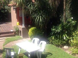 Hermosa Casa en Tigre con parque , piscina , parrila y garage. A metros del Río. - Tigre vacation rentals