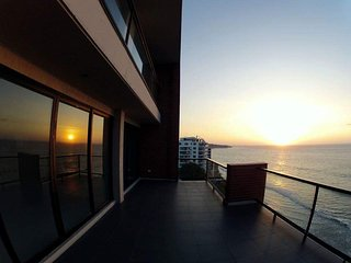 Beachfront private room in 4150 sq. ft. Penthouse! - Manta vacation rentals