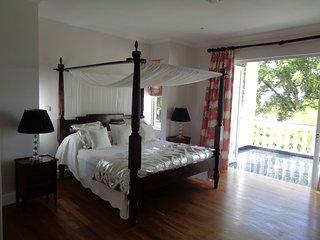 Deluxe double in Chateau Elysium with ocean view and sun terrace - Beau Vallon vacation rentals