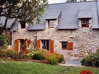 Traditional Breton Cottage near La Roche Bernard, Brittany - Nivillac vacation rentals
