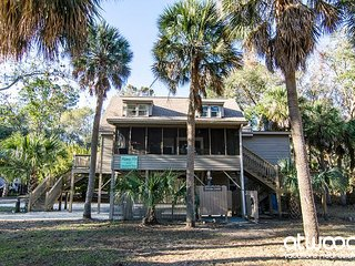The Rooney Bin - Updated, Pet Friendly Beach Walk Home w/ Abundant Amenities - Edisto Beach vacation rentals