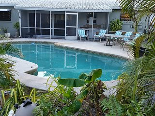 Beautiful House with Television and Microwave - Oakland Park vacation rentals