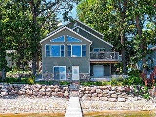 Spacious 3BR Edgerton Home w/Private Beach! - Edgerton vacation rentals