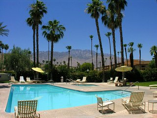 1 bedroom Apartment with Shared Outdoor Pool in Palm Springs - Palm Springs vacation rentals