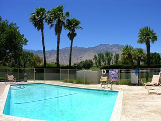 Bright 2 bedroom Vacation Rental in Palm Springs - Palm Springs vacation rentals