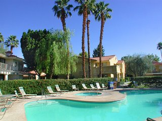 Comfortable 2 bedroom Palm Springs Apartment with A/C - Palm Springs vacation rentals