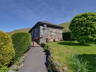 Lovely Cottage with Washing Machine and Television - Betws Garmon vacation rentals