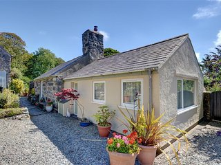 Comfortable Cottage with Washing Machine and Television - Llanystumdwy vacation rentals