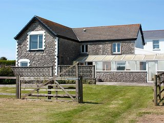 3 bedroom Cottage with Internet Access in Bridgend - Bridgend vacation rentals