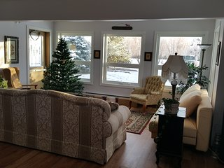 Perfect 1 bedroom Markerville Cottage with Washing Machine - Markerville vacation rentals