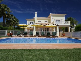 Top Family Villa with private pool, lounge bar and splendid garden at 7000 M2 - Pechao vacation rentals