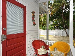 Hibiscus Hideaway - Close to Duval! Private Parking! Cozy Island Getaway - Key West vacation rentals