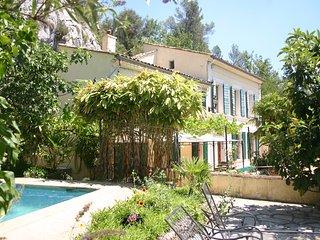 La Bastide Blanche 4 Sterne (DTV) Ferienhaus in der Provence. 11 ha Alleinlage - Nans-les-Pins vacation rentals